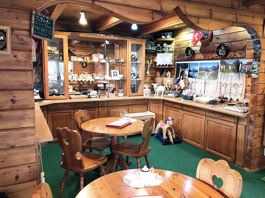 スイス風ログハウスのカフェ シャレー スイス ミニ_内観