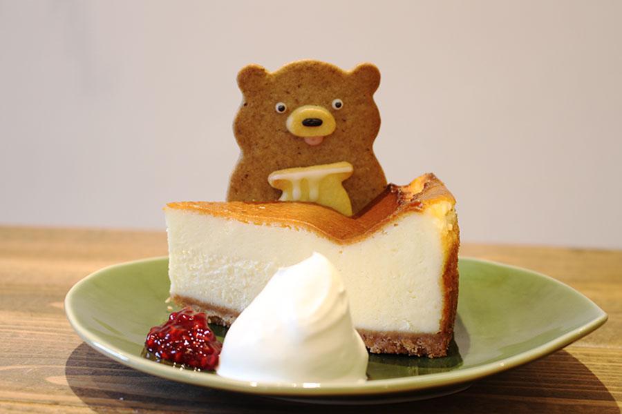 「henteco 森の洋菓子店」「ベイクドチーズケーキ」「くま(メープル)」