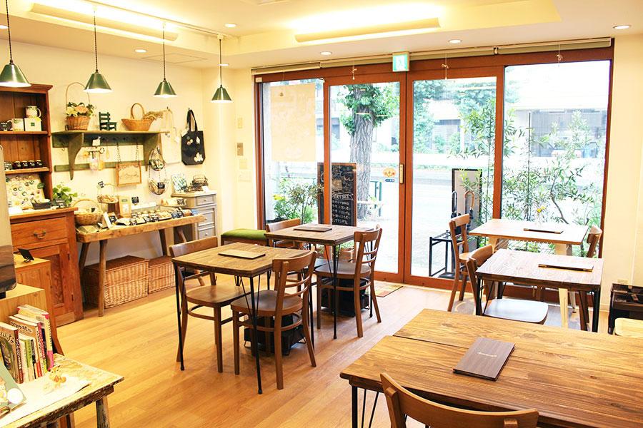 「henteco 森の洋菓子店」内観