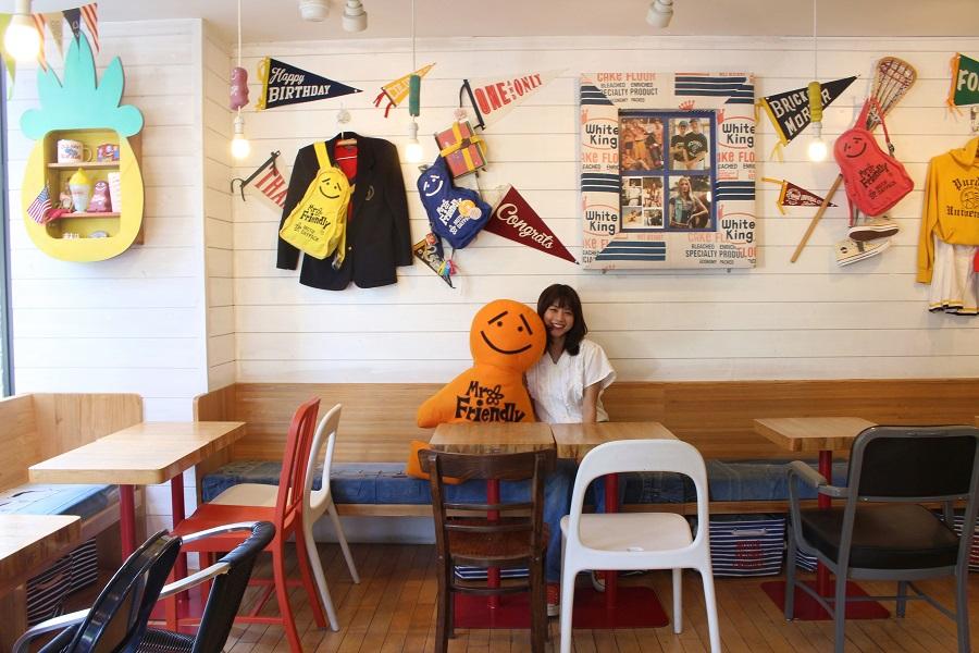 MR. FRIENDLY Cafe内観