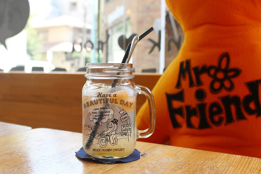 MR. FRIENDLY Cafeメロンと桃のソーダ
