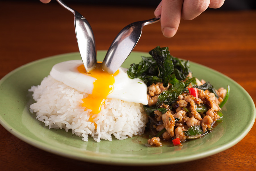 モンスーンカフェ表参道鶏肉のガバオ炒めご飯