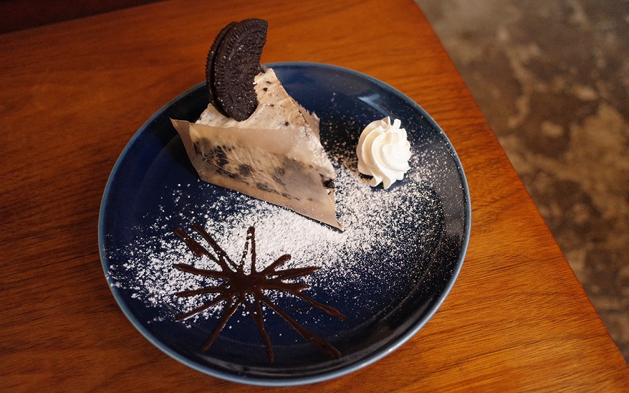 cafe THE SUN LIVES HEREオレオチーズケーキ