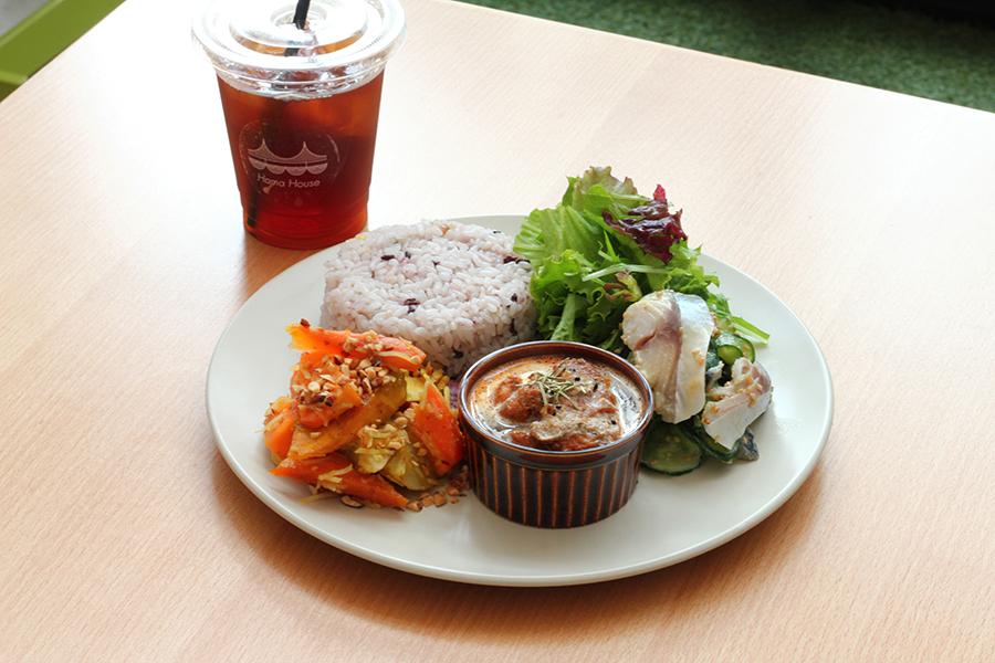 Hama House「根菜のオーブン焼き」「チキンカレー」「しめ鯖ときゅうりの酢味噌和え」