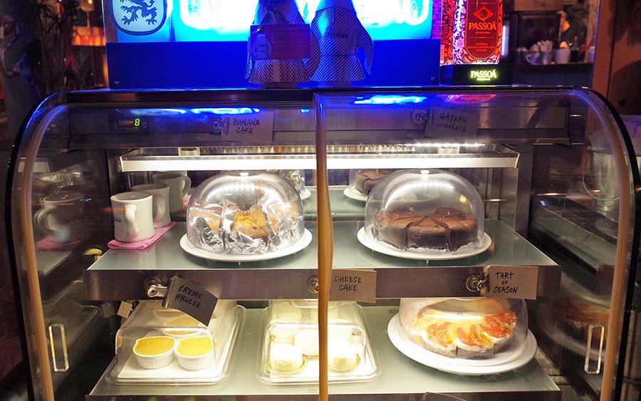 CAFE FLAMINGO デザートケース