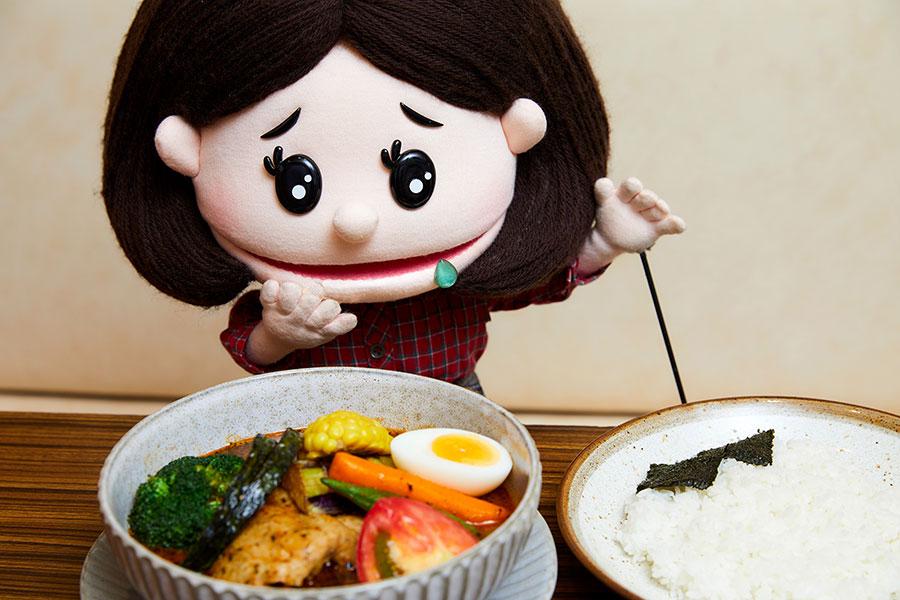 「季節の野菜とチキンのスープカレー」(1,500円)とみちか