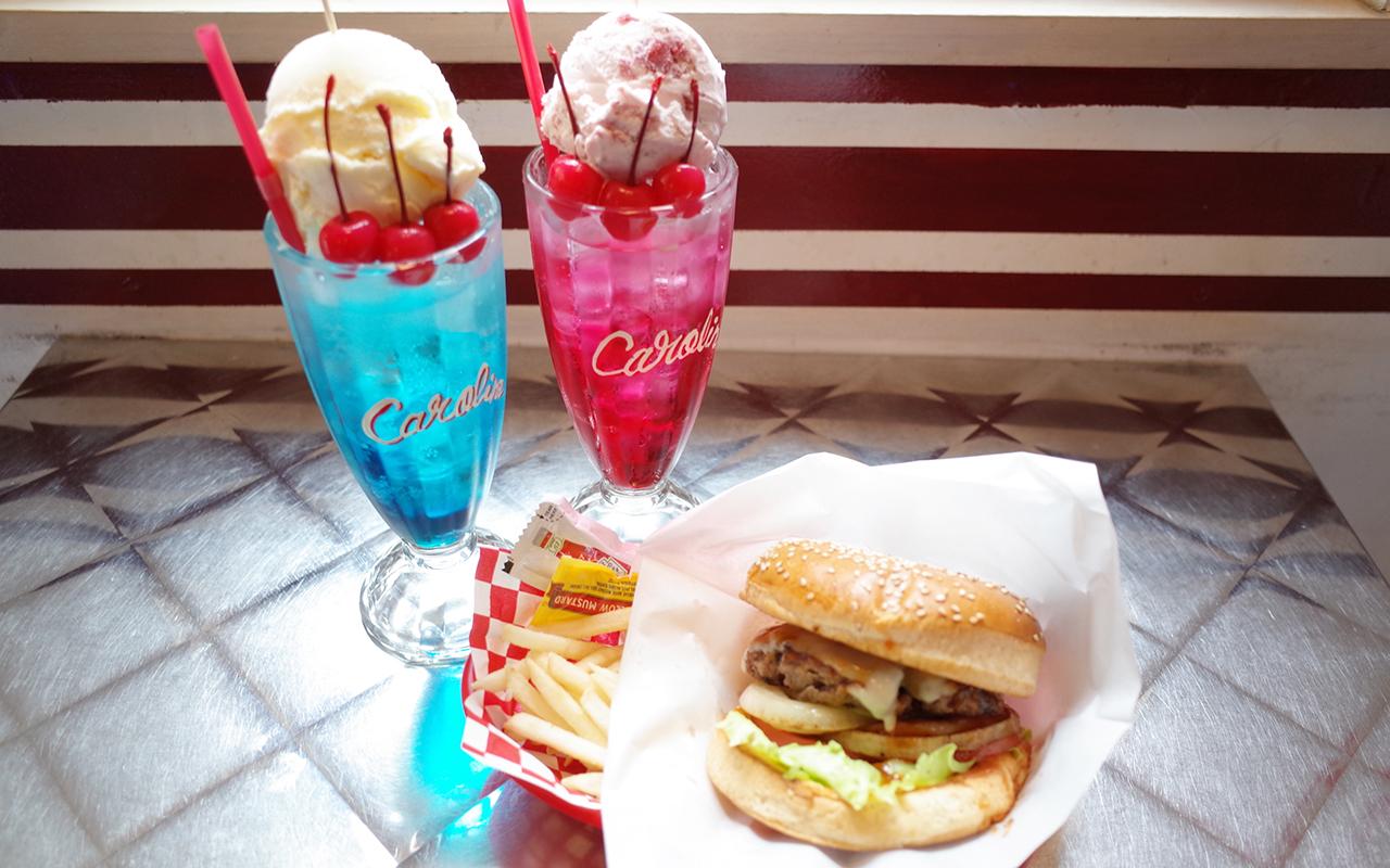 CAROLINE DINER ハンバーガーとフロートのセット