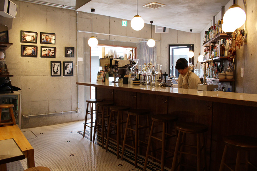 BY & BY coffee and bar 外観