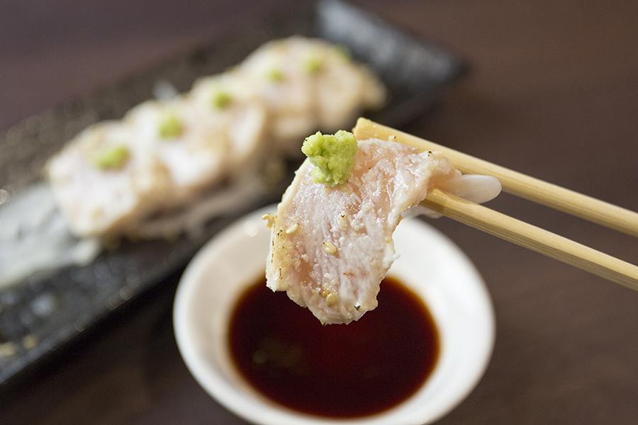 マッスル居酒屋たんぱくしつ 「炙り鶏むね刺し」(518円)2