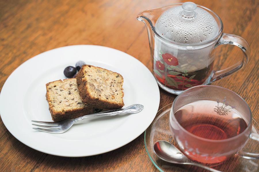 キイトス茶房 「くるみレーズンケーキ」400円と「陽だまりの想い」700円