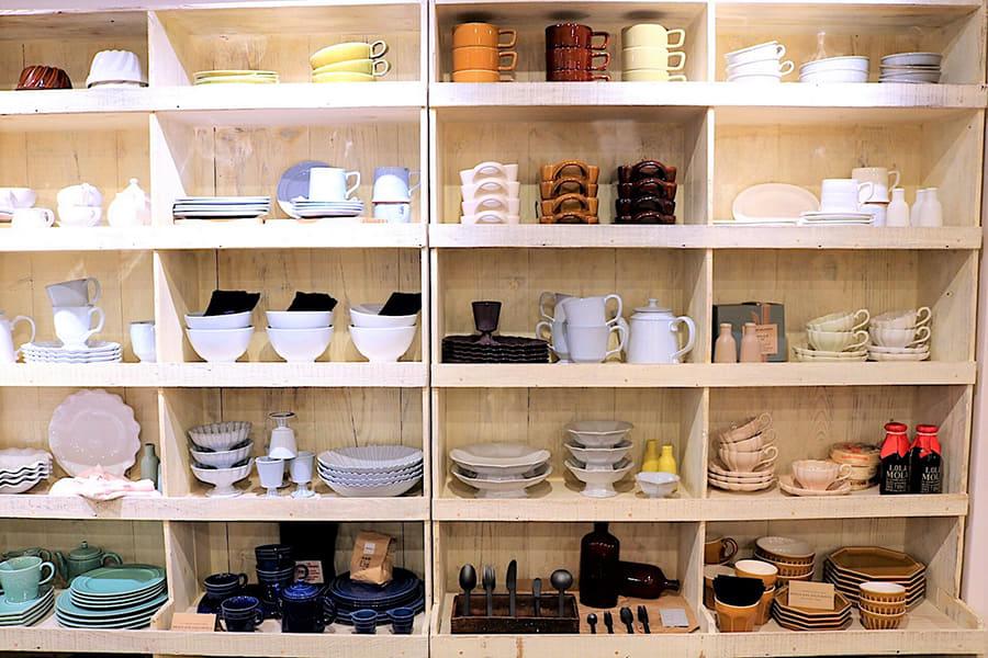 DISHES 食器棚