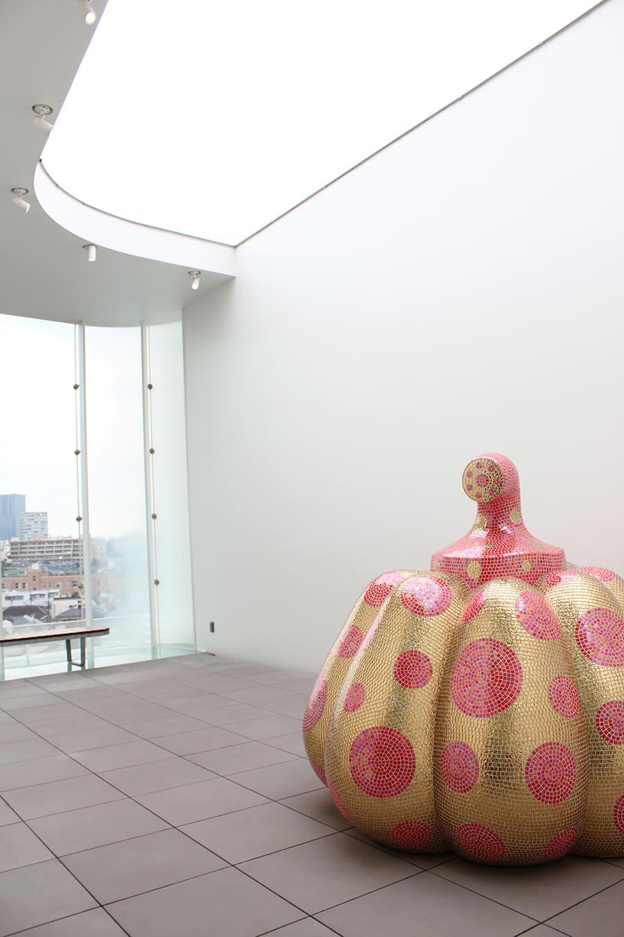 草間彌生美術館 大型のかぼちゃのオブジェ