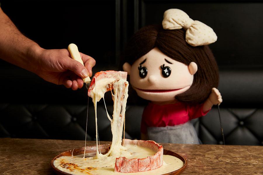 肉&チーズ Ark 新宿東口店 赤生地のシカゴピザとみちか