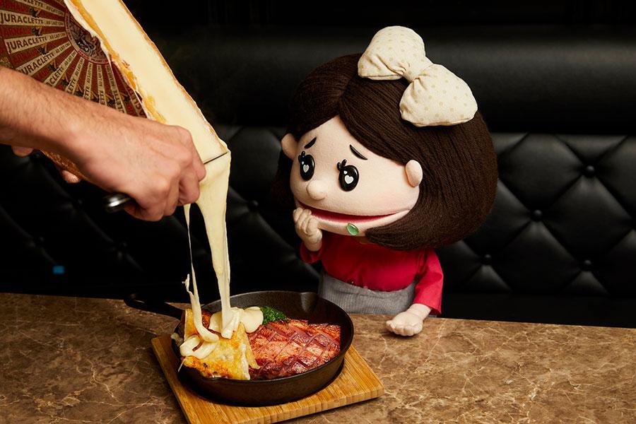 肉&チーズ Ark 新宿東口店 「厚切りベーコンと彩り野菜」(1,814円)とみちか