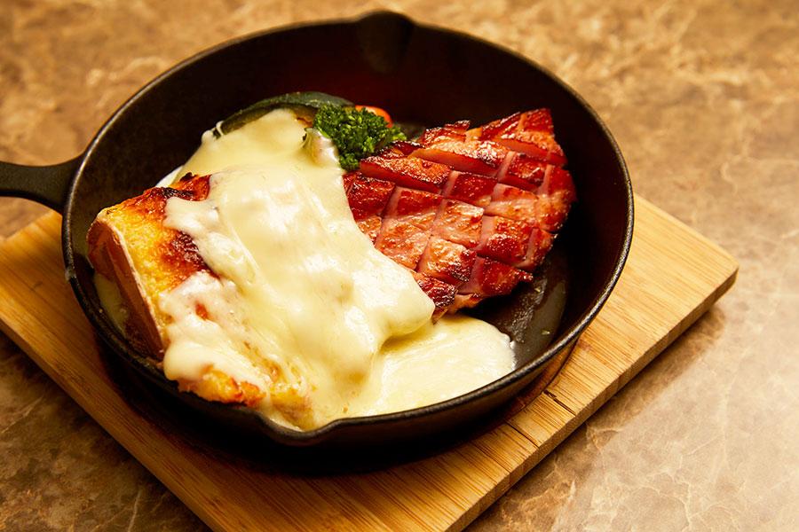 肉&チーズ Ark 新宿東口店 「厚切りベーコンと彩り野菜」(1,814円)