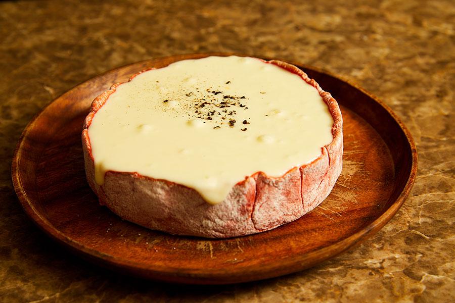 肉&チーズ Ark 新宿東口店 「赤生地のシカゴピザ」(2,500円)