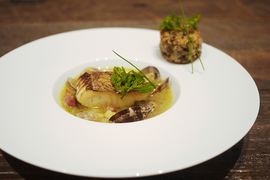 @Lobby cafe 「真鯛のポワレ 黒ニンニクのスープ仕立て」