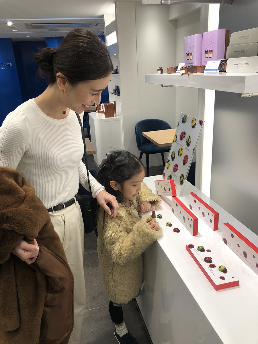 ファブリス・ジロット 青山本展_チョコ選び