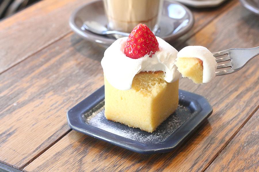MONZ CAFE 「ベイクドケーキ」(420円)