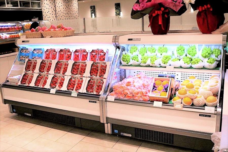 果実園リーベル 新宿店 フルーツのショーケース