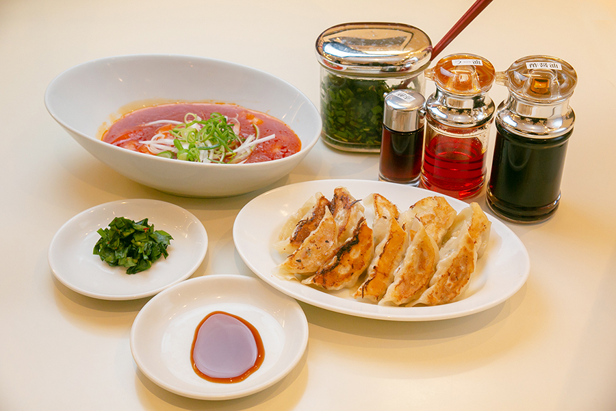 神座飲茶樓 フレッシュトマトの海老チリあんかけ、焼き餃子
