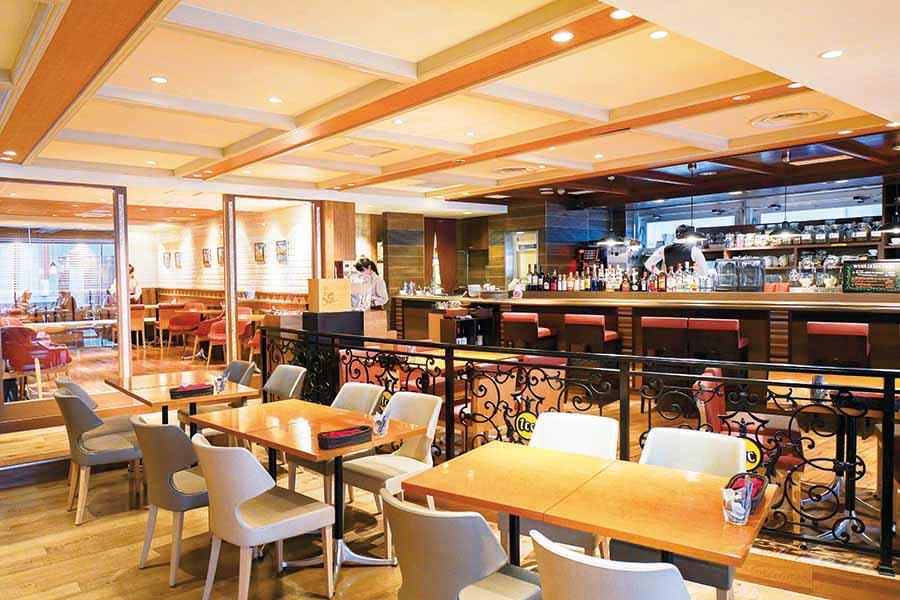 tcc Singaporean Cafe&Diner 内観