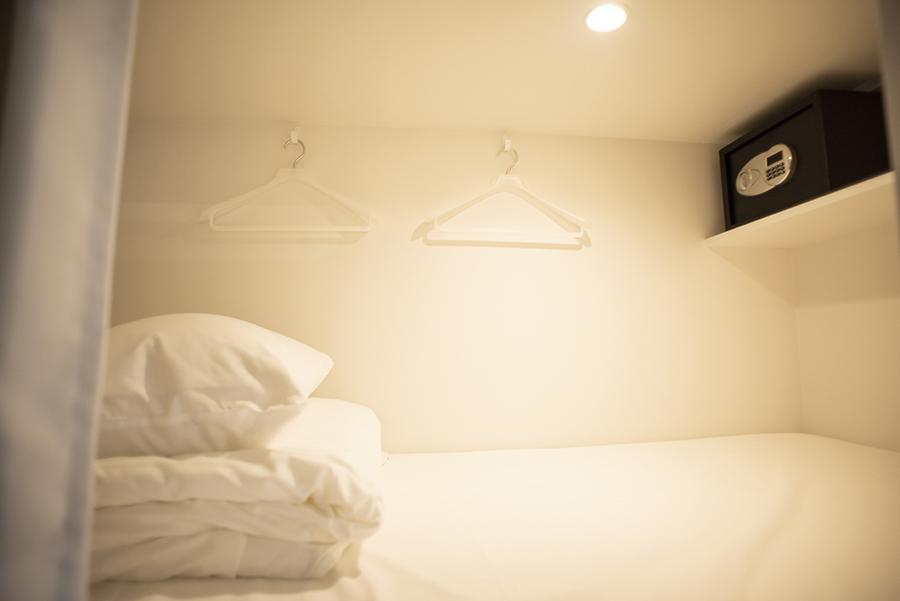 MANGA ART HOTEL, TOKYO ベッド