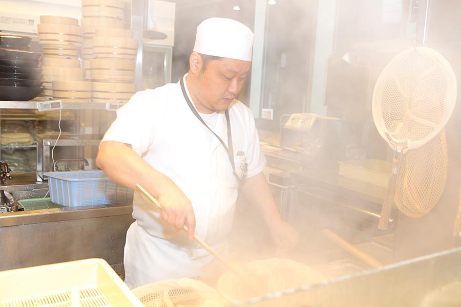 丸亀製麺 厨房