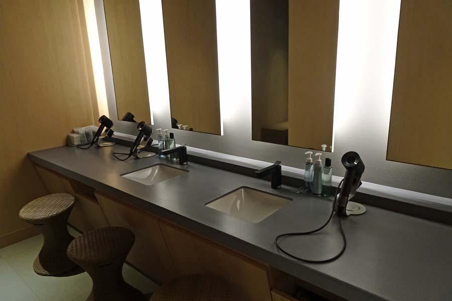 由縁 新宿 大浴場洗面台