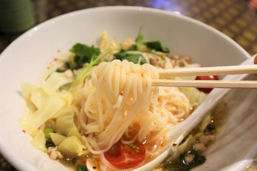 スクンビット ソイ55トマトチャーンノーイ麺