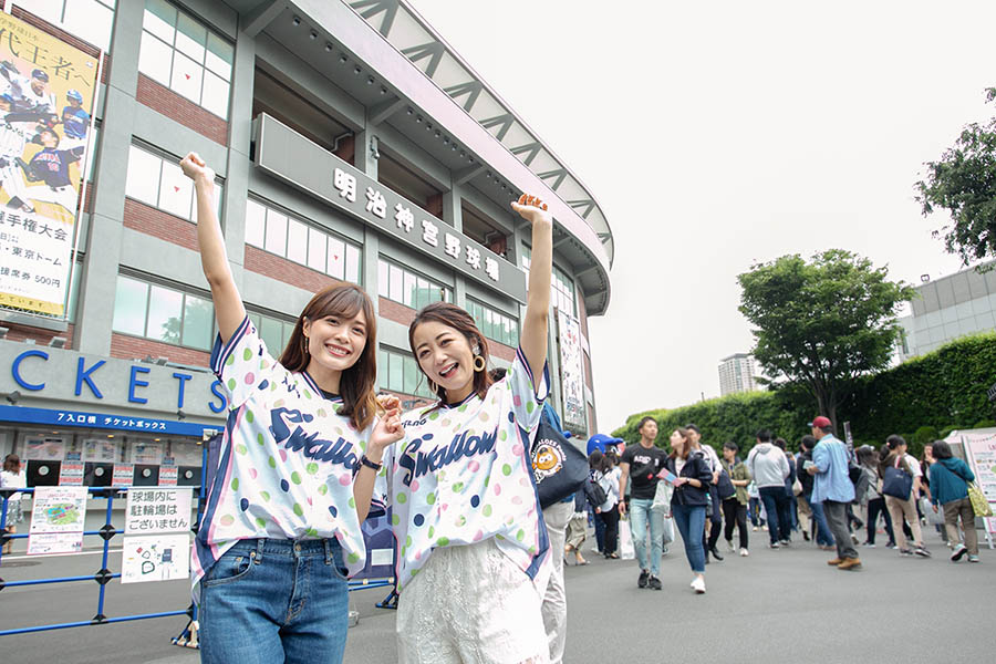 SWALLOWS LADIES DAY 2019 神宮球場前