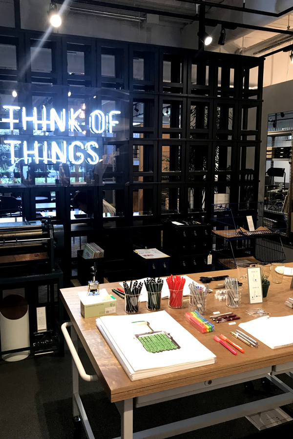 THINK OF THINGS 店内2