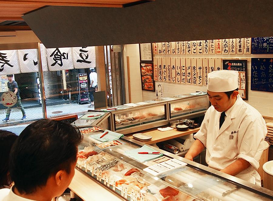 とれたて立喰い寿司 魚がし日本一 渋谷道玄坂店 店内