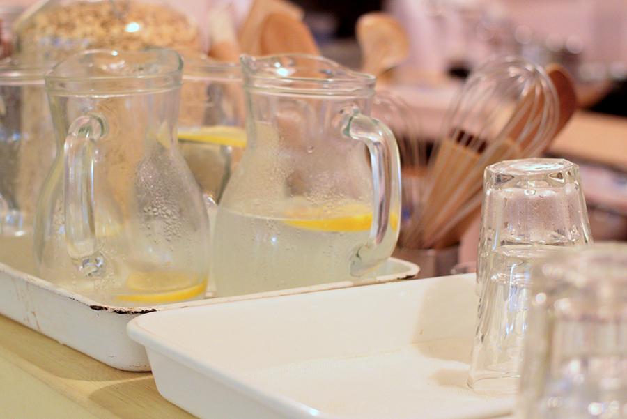 WORLD BREAKFAST ALLDAY 原宿店 レモン水とグラス