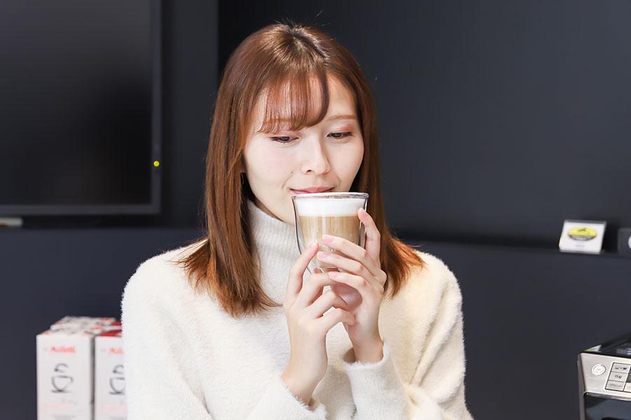 デロンギ 表参道  カフェラテ試飲