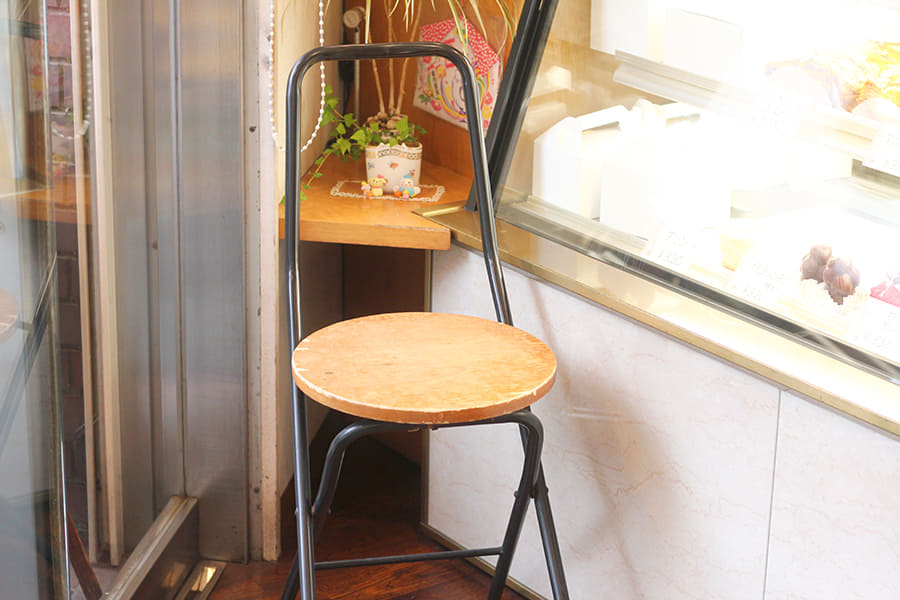 オザワ洋菓子店 店内にある椅子