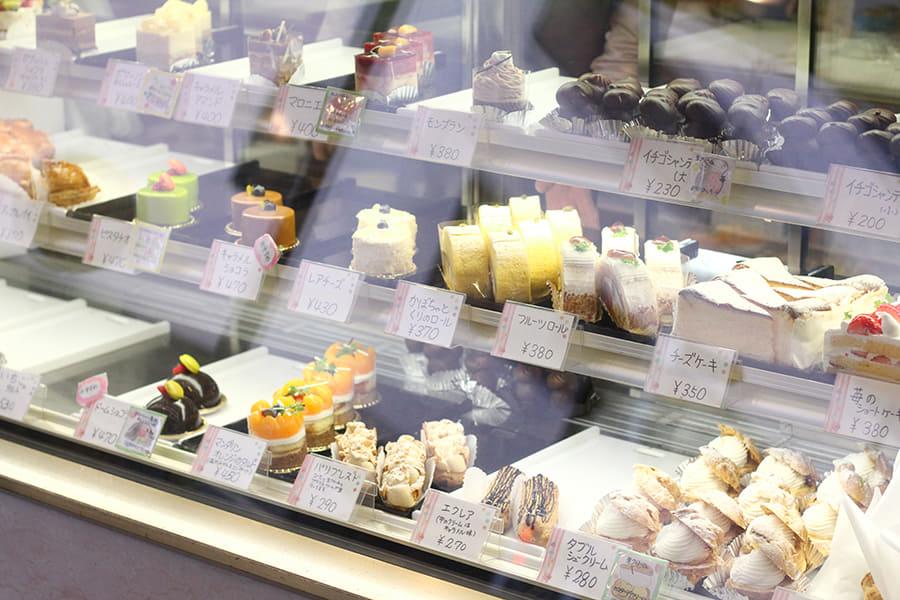 オザワ洋菓子店 ショーケース