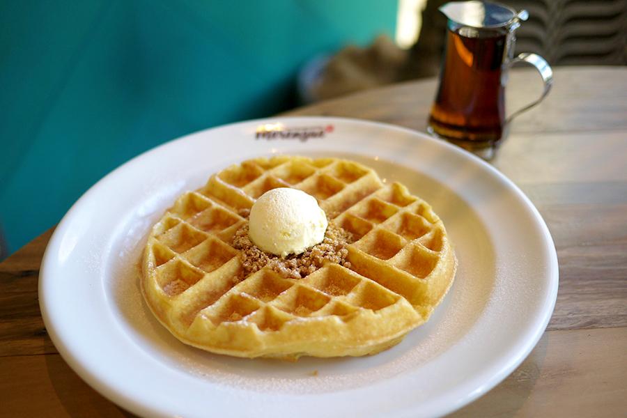 ハワイアンカフェ&レストラン メレンゲ みなとみらい店「バターミルクワッフル」