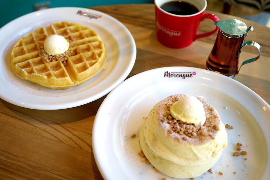 ハワイアンカフェ&レストラン メレンゲ みなとみらい店「ホイップバターパンケーキ」と「バターミルクワッフル」