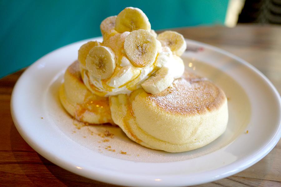 ハワイアンカフェ&レストラン メレンゲ みなとみらい店「キャラメルバナナパンケーキ」