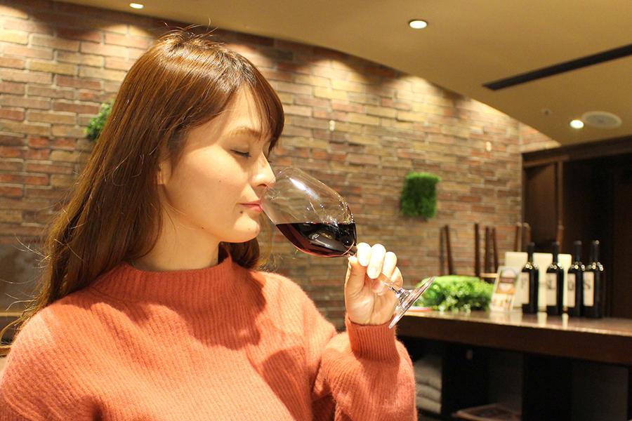 ワインバー「VINOS WINE CAFÉ」