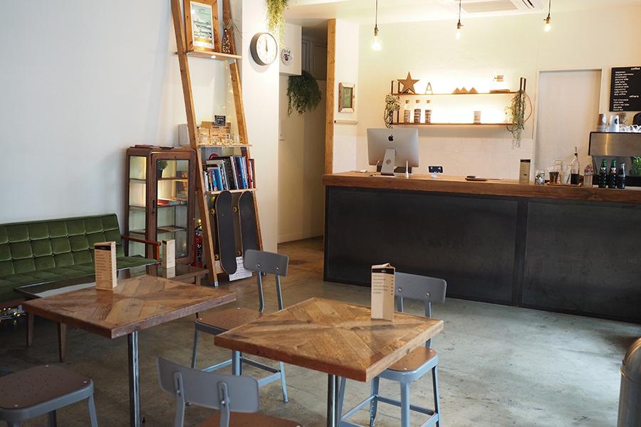 almond hostel & cafe 店内