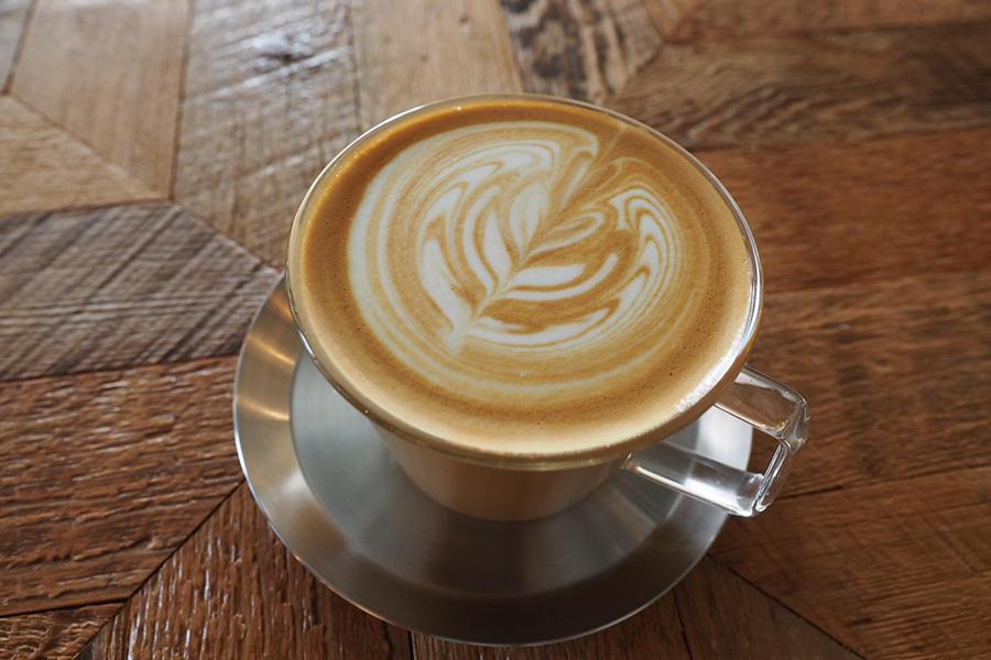almond hostel & cafe カフェラテ