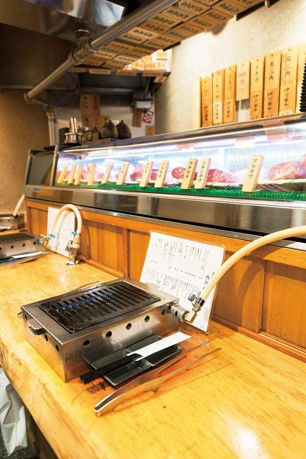 立喰い焼肉 治郎丸 新宿本店 カウンター