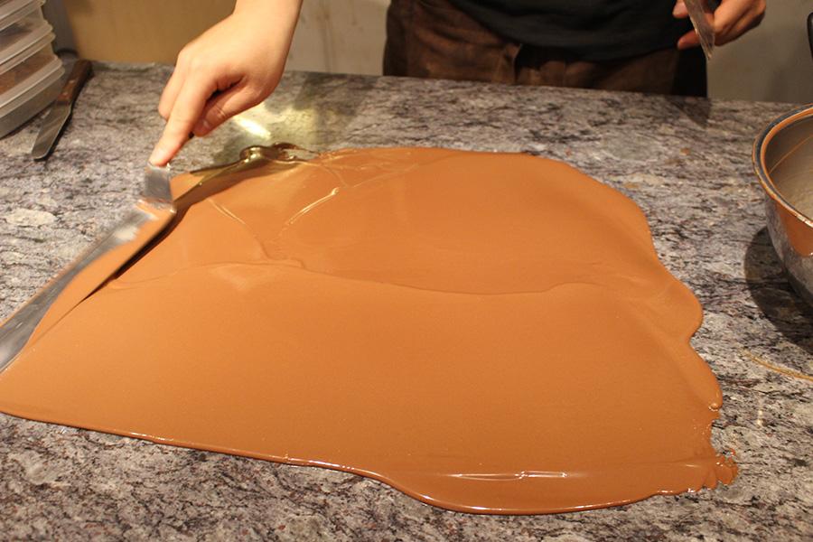 アーティチョークチョコレート チョコレート製造風景