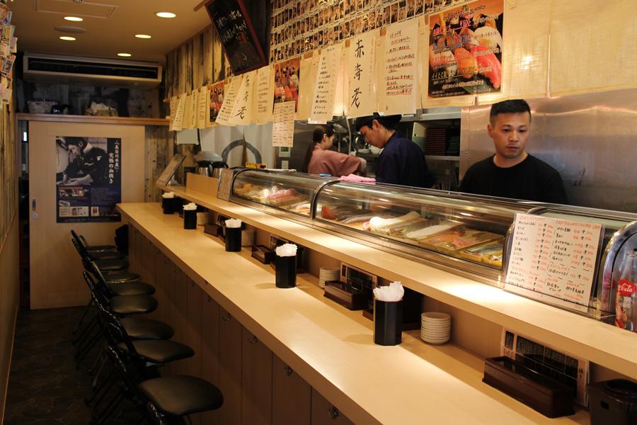 Sushi Bar にぎりて店内