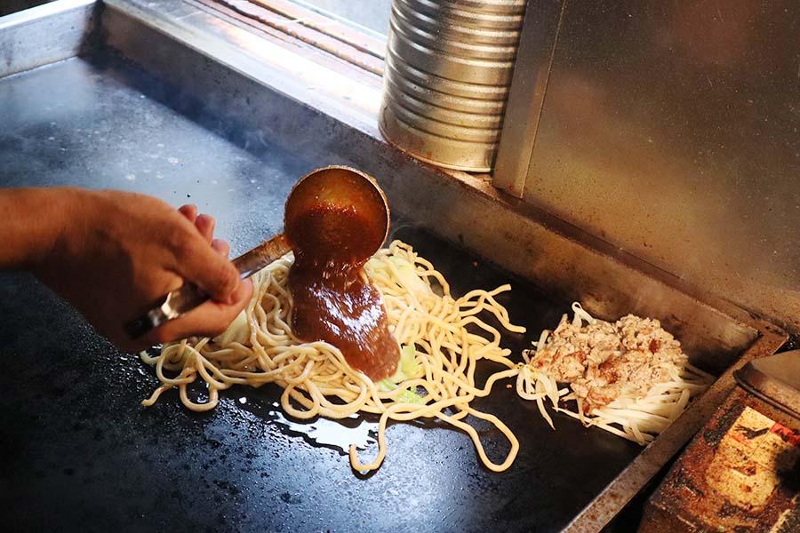 焼きそばは飲み物。_麺を炒める