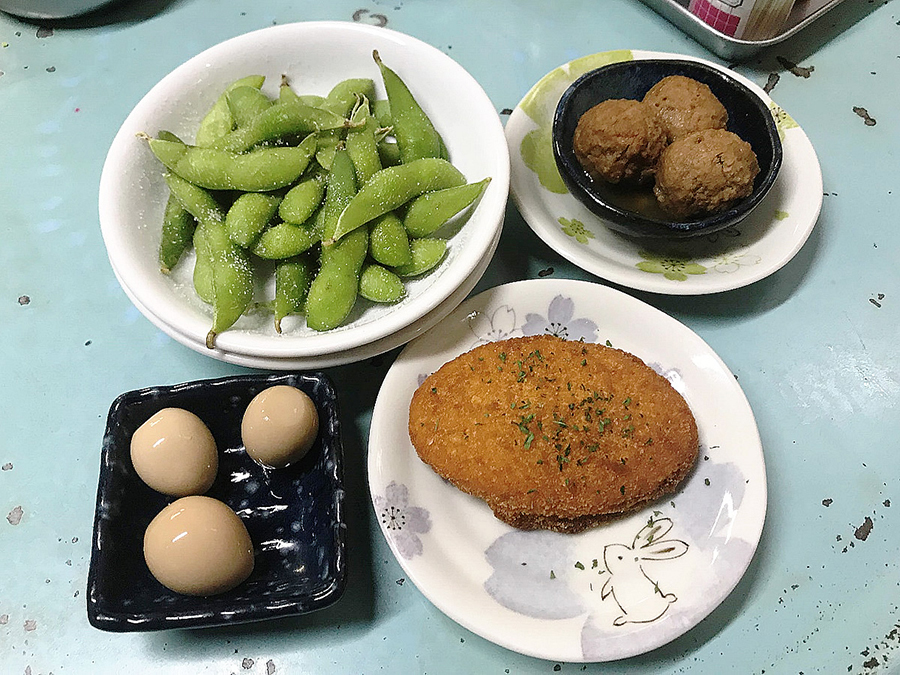 立飲み屋 大久 「枝豆」「うずらの煮玉子」「肉団子」「コロッケ」