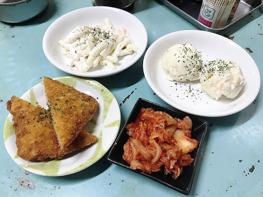 立飲み屋 大久「ポテサラ」「マカロニサラダ」「キムチ」「ハムカツ」