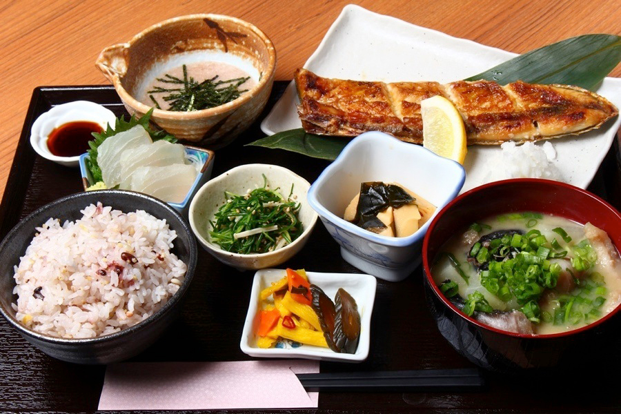 焼き魚とろろ専門店ハラス屋マグロのハラス焼き定食